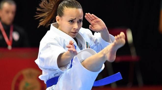 Viviana Bottaro insegna come si allaccia la cintura